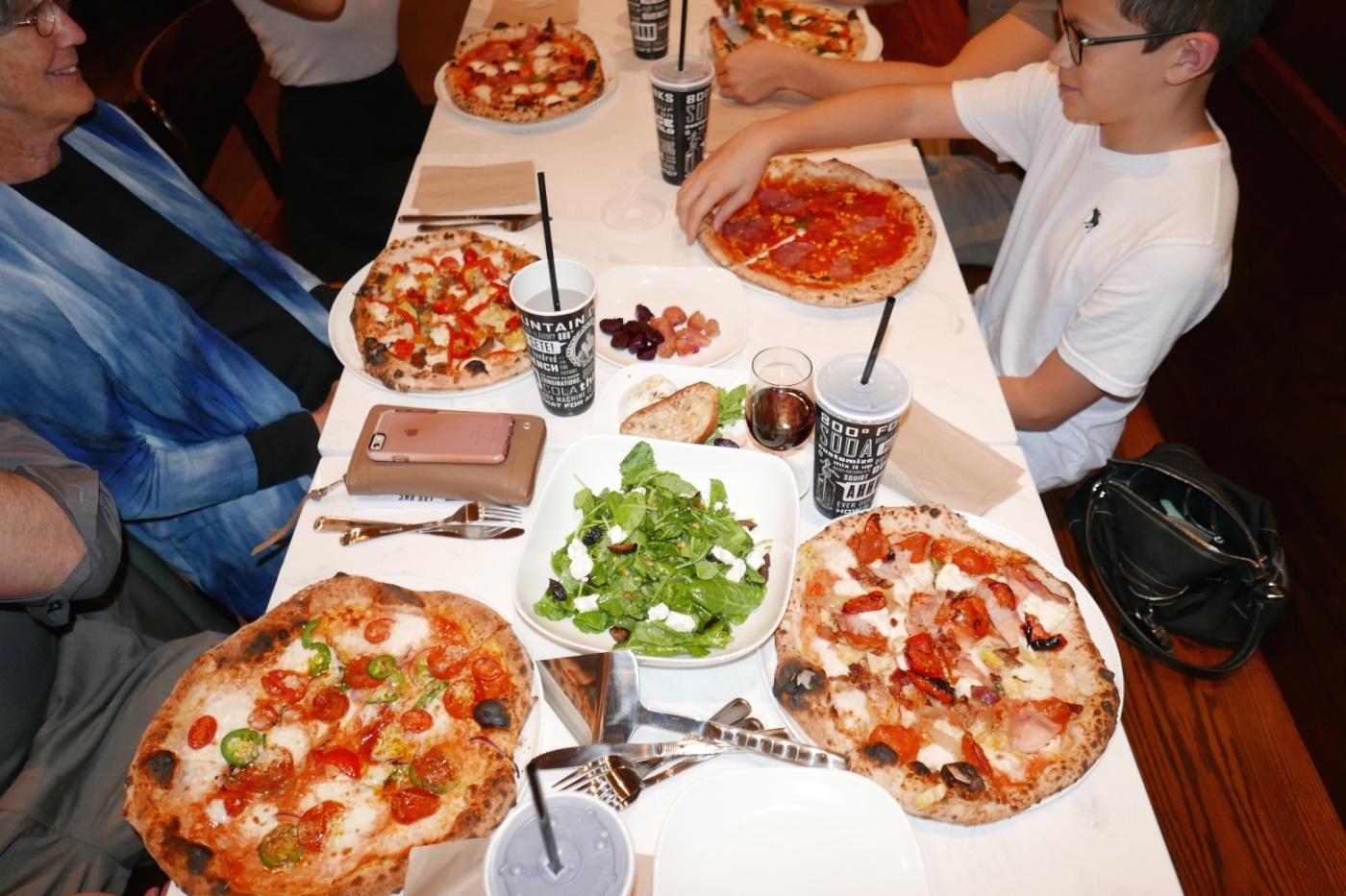 2015_10_08 800 degrees pizza 009