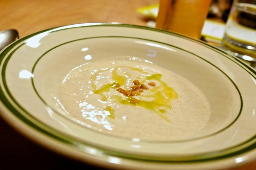 Ago Blanco, white gazpacho, almonds, crispy lard, chive oil (mfk.)