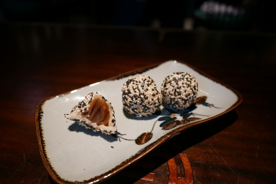 Sesame buns with taro paste