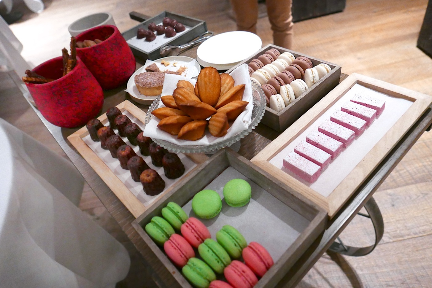 Cinnamon sticks, caneles, speculoos, madeleines, macarons, marshmallow