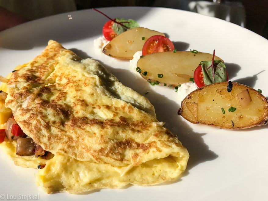 Omelette, grilled vegetables, cherry tomatoes, cottage cheese