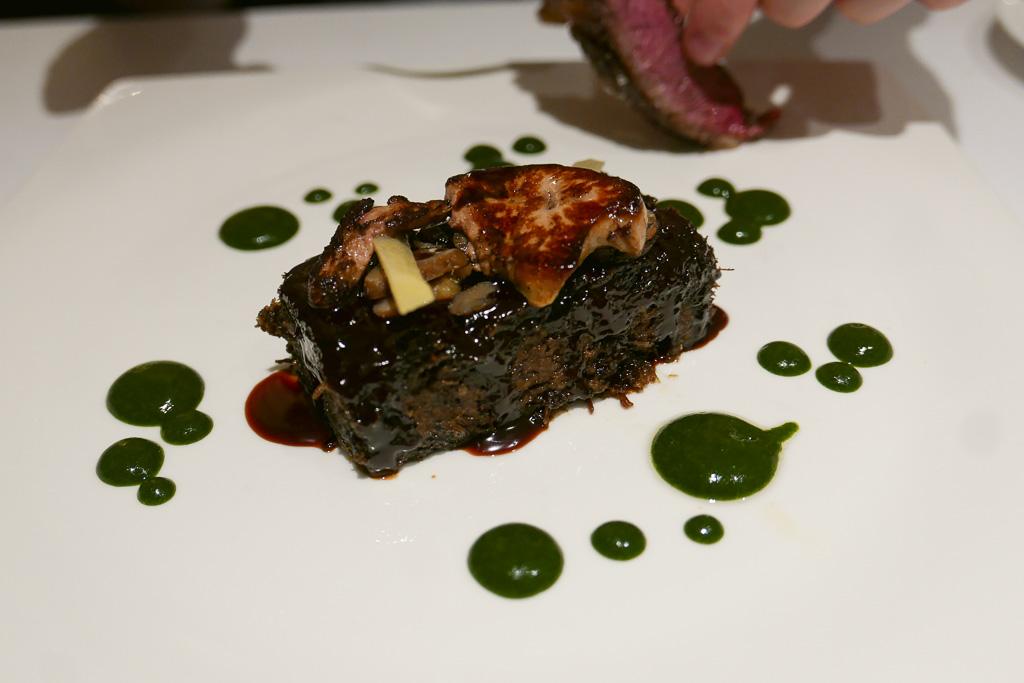 Braised Beef Cheeks with foie, chestnuts, chocolate jus (12 €)